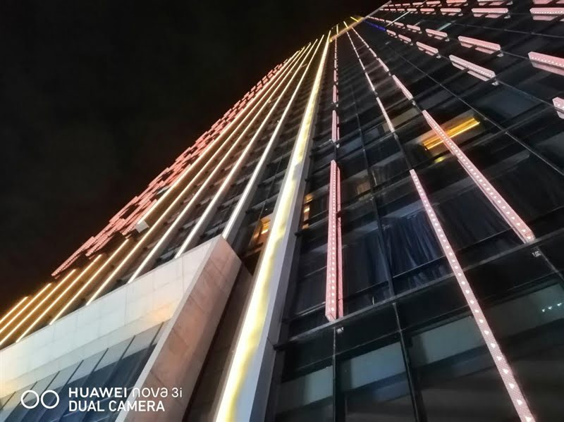 Huawei Nova 3i night sample